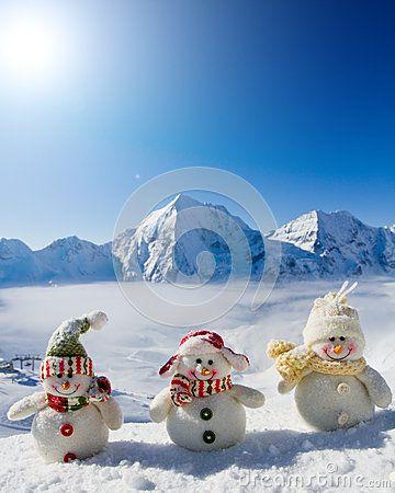 Amici felici del pupazzo di neve