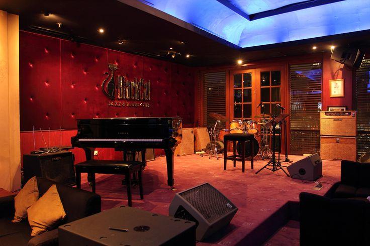 Black Cat Jazz Cafe at Jakarta as inspiration for Nigel's