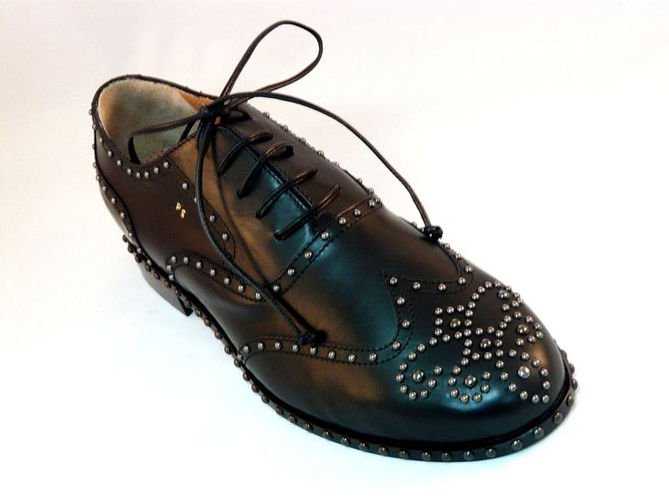 "Luxury handcrafts shoes by EDDY MINTO (Italy) black glossy skin...what colour you prefere??? Choose skins, suedes, textiles, filaments, sole and send us 2 pictures of your foot...we make your personal italian luxury shoes...""unique only for you""!!! Only on www.mirabiliashop.com  100% italian artisan excellents"