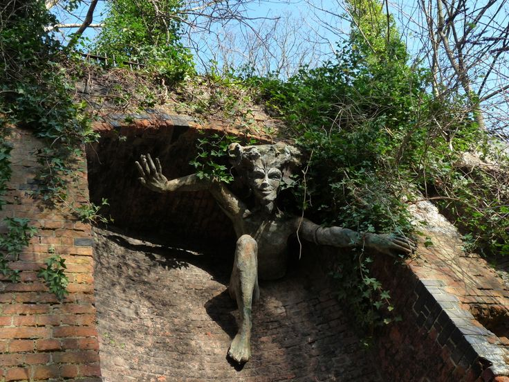 Parkland Walk  in Highgate  London - A narrow strip of woods and meadows that is home to 22 species of butterfly, hedgehogs, slow-worms and foxes
