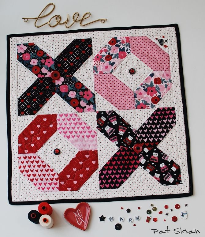 Hello Luv! A new free table mat pattern Heart quilt