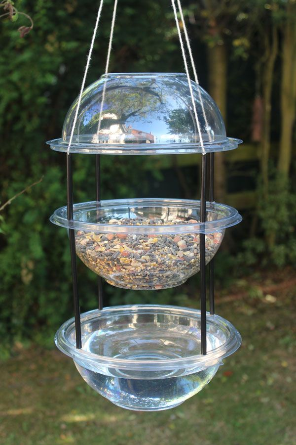 "Make  a 'Hanging Combi Drinker/Feeder' for the birds with plastic party bowls, drinking straws & string ("",)"