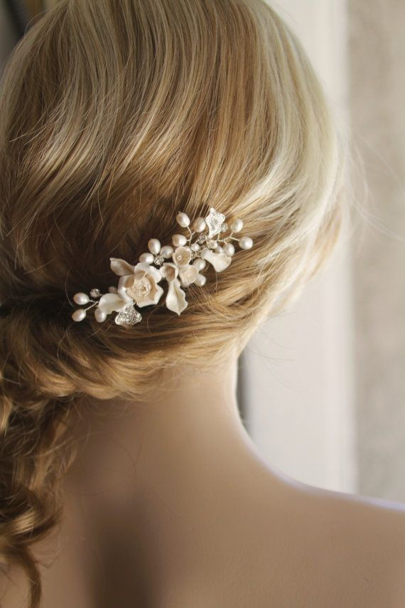This elegant bridal hair comb made with high quality undyed natural freshwater pearl and hand- painted soft ivory color porcelain flowers and