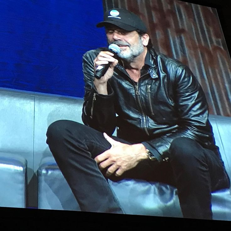 """@JDMorgan says he did have filming Negan's scenes in 616 and 701, but went behind the RV to hide his """"glee"""" from the rest of the cast #TWD #WSCAtlanta"""