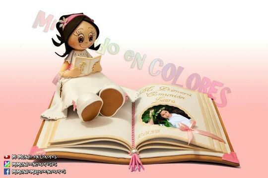 Fofucha de Comunión sentada sobre base de libro ! todo goma eva-foamy