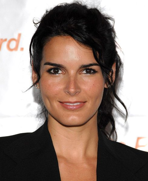 angie harmon...whether she's playing abby carmichael or jane rizzoli....i <3 her!