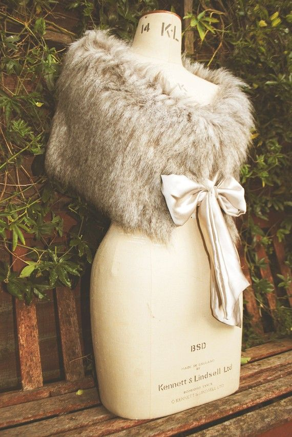 High quality faux fur has been used to create this beautiful faux fur stole. Lined in heavy weight silk satin backed crepe and secured with a