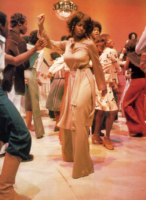 Dancers on Soul Train. Get it girl...
