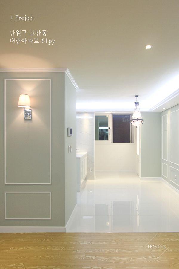 클래식한 느낌의 60평 아파트 인테리어 _ 이사 전꽤 넓은 공간의 전실을 타일로 포인트를 주어, 마치 카펫...