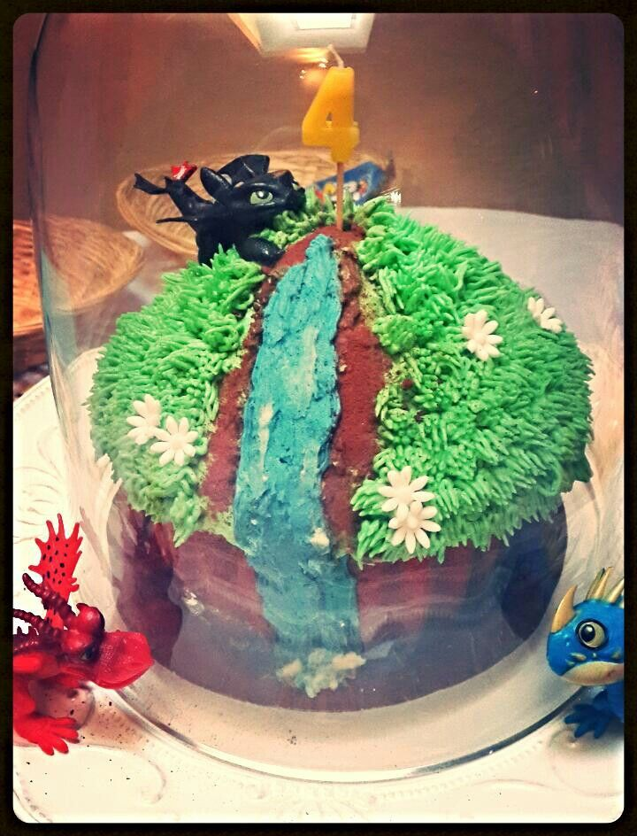 How to train your dragon giant cupcake