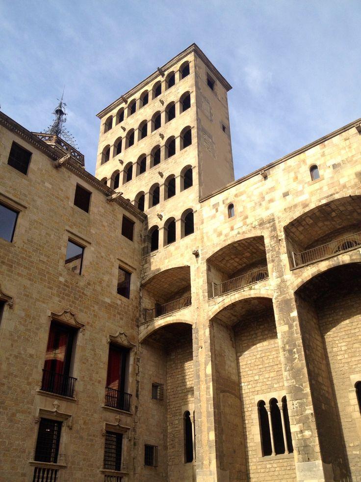 Placa Reial, typisch Spaanse architectuur