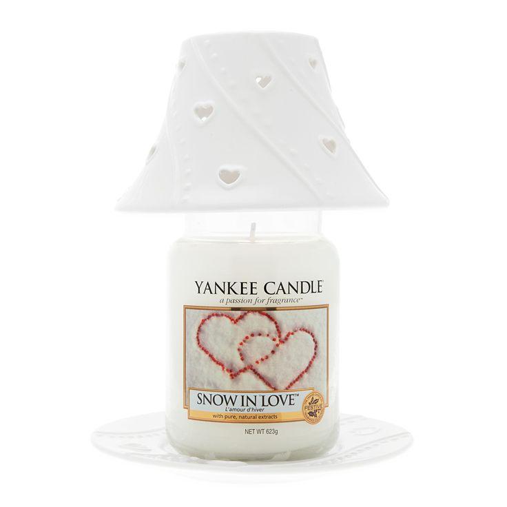 Due Cuori e una Capanna, il set firmato Yankee Candle che include una giara grande, con piattino e paralume in tono.