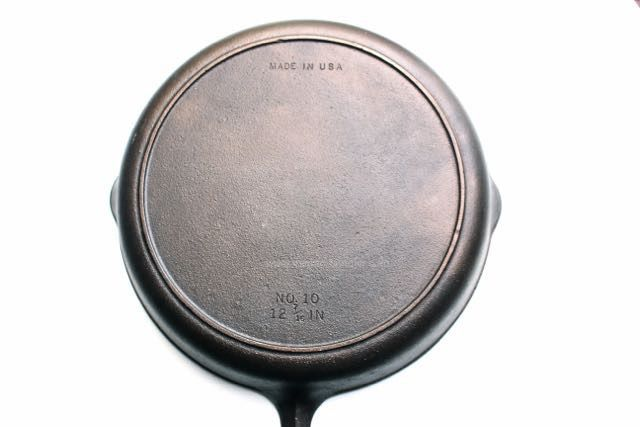 "dating your griswold skillet ""griswold hotel and restaurant equip catalog reprints including skillets, kettles, muffin pans, griddles."