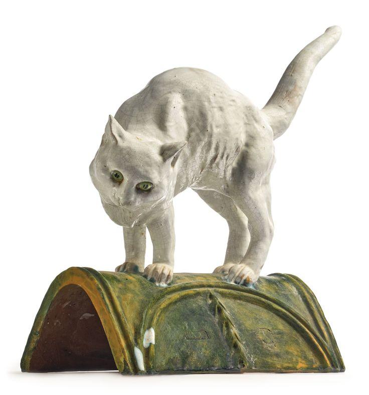 Французский олово-глазурованная керамика фигурная черепица  20 века монтируется с фигурой минутах кошки,  штампованных MADE IN FRANCE, Нормандию Tuilerie. длину 22 в.  55,9 см  Сотбис