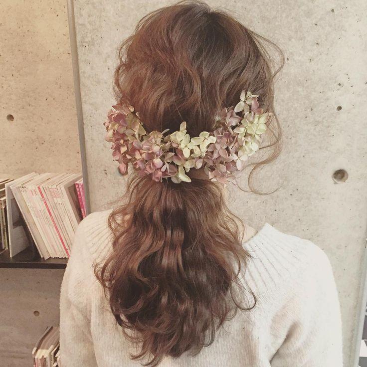 「* * wedding ♡ hair * * ドライにした紫陽花を 花冠風に♡ * * #ヘアアレンジ #コーデ #wedding #マリhair」
