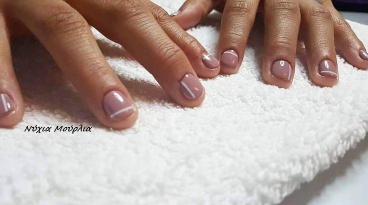 Nailart~manicure~lines nails