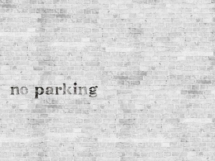 Effetto mattoni con scritte NO PARKING by Wall