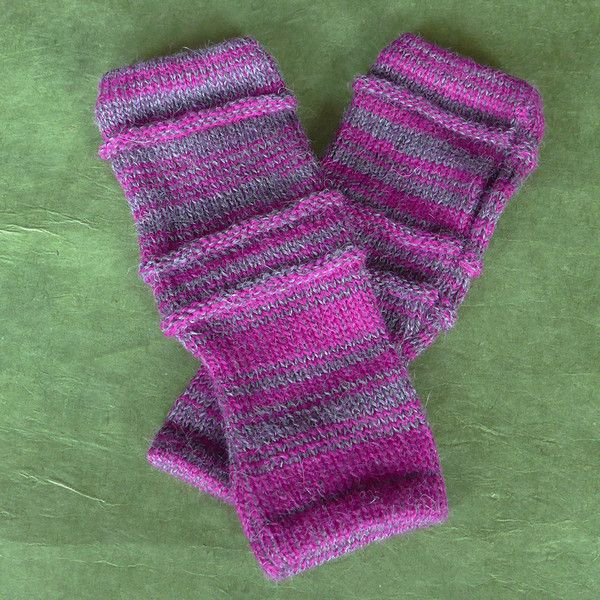 These baby alpaca fingerless gloves feel sooo soft on your hands!