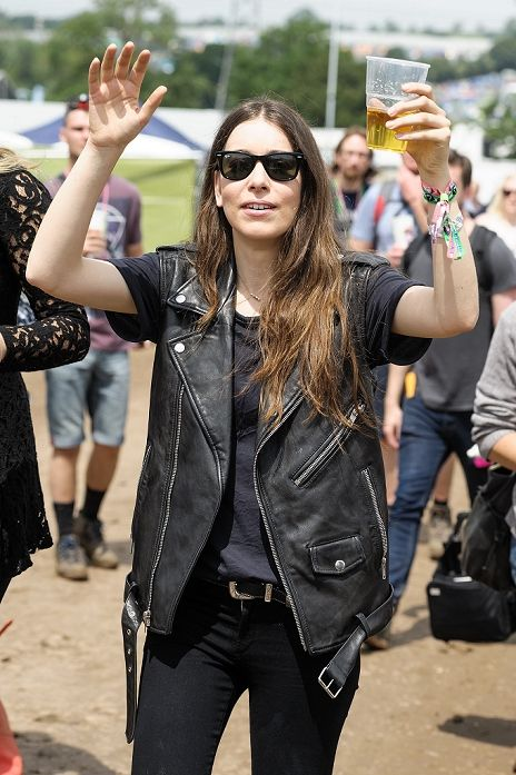 Danielle Haim Her Style Is Perfect I Want All Of Her Clothes My Style Pinterest Clothes