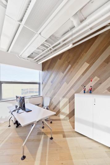 Kancelář BOCA  s dřevěnou podlahou Mardegan. / BOCA office with Mardegan wooden floor.