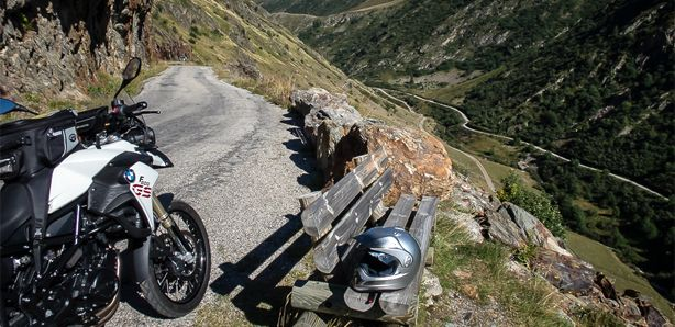 #coldesarenne #motorcycle #motovoyager #motorcycletrip #openroad #curvyroad