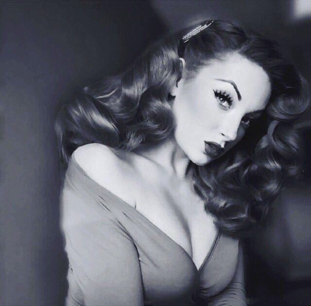 Burlesque beauty via instagram.com/burlexe