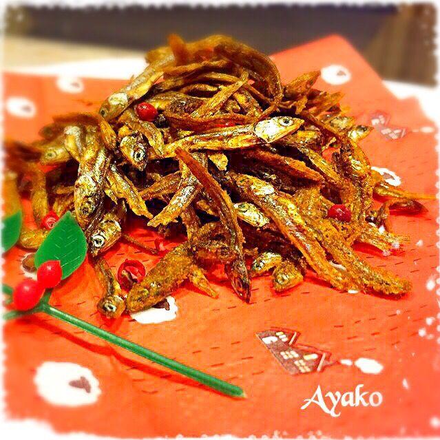 お正月に田作りを作るつもりで買っておいたごまめだけど、作るの忘れましたで、今日は揚げごまめにしてみたけど、これが美味しいの〜 田作りは余り好きじゃないから、来年からは、これにしよぉ〜(≧∇≦) - 107件のもぐもぐ - 揚げごまめ by ayako1015
