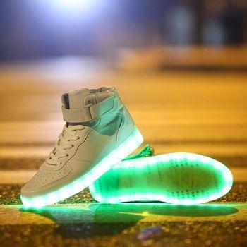 nieuwe aangekomen merk unisex mannen en vrouwen mode 7 kleuren led verlichte schoenen lace up hoge- top casual sneakers sportschoenen