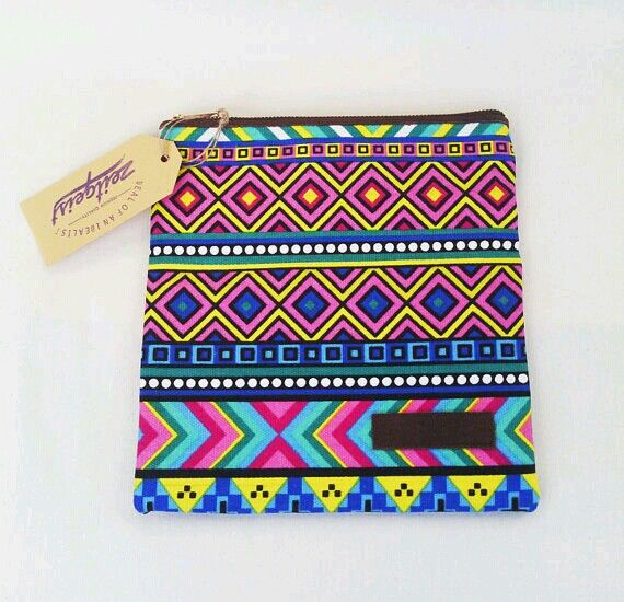 I really love this colorfully pattern. This mini clutch made by Zeitgeist!!