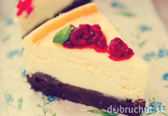 Malinový brownie-cheesecake