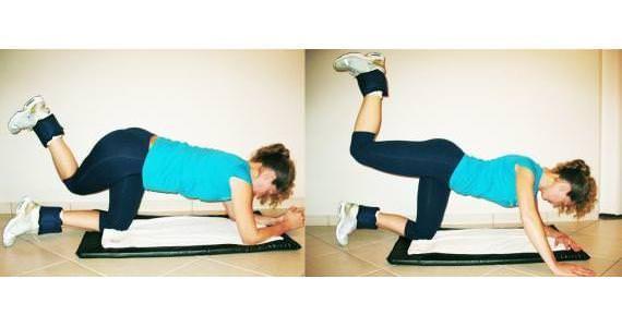 1) Em quatro apoios, eleve uma das pernas mantendo o pé flexionado e o joelho também, mantendo um ângulo de 90 graus. Desça devagar e repita por 15 vezes e repita com a outra perna.