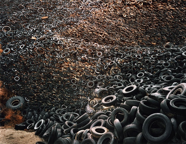 Edward Burtynsky, Oxford Tire Piles #9, Westley ...