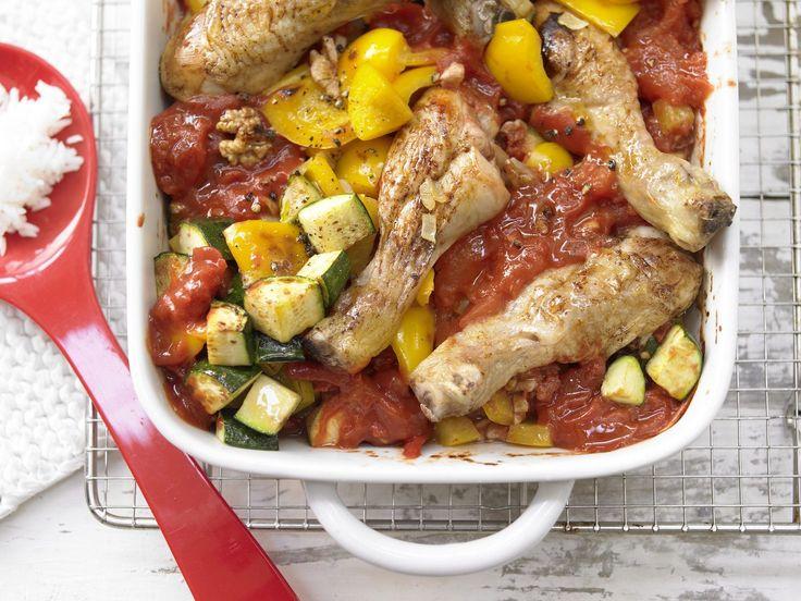Hähnchenkeulen auf Tomatengemüse