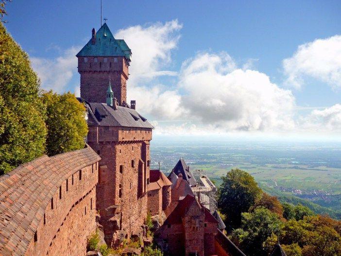 The castle of Haut-Kœnigsbourg dominates the Plain of Alsace. // Le château du Haut-Kœnigsbourg domine la Plaine d'Alsace. #HautKoenigsbourg #Alsace #Vosges