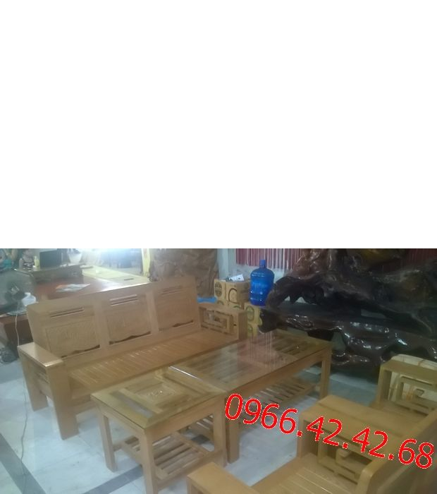Chất liệu bộ bàn ghế phòng khách Salon gỗ sồi Nga Gỗ sồi Nga đã tẩm sấy, không cong vênh, không mối mọt; - Kích thước bộ bàn ghế phòng khách : Ghế băng dài 1750 x 650 x 400 (mm) 02 ghế đơn 840 x 650 x 400 (mm) Bàn chính 1100 x 550 x 500 (mm) Bàn phụ: 550 x 550 x 500 (mm) - Màu sắc bàn ghế phòng khách Phun sơn gỗ PU cao cấp 03 lớp tạo độ bóng đẹp, tăng tuổi thọ cho gỗ, chống bám bụi và giảm trầy xước do va chạm.