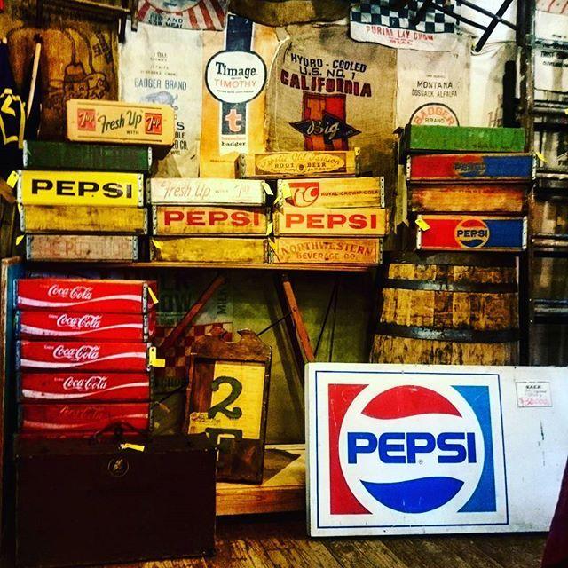 【plywood9991】さんのInstagramをピンしています。 《まだまだ、正月セール続きます  ペプシ、コカ・コーラ、ロイヤルクラウン  なんだかんだで、カッコいい❗  #vintage#vintageicebox#antique#antiqueicebox#icebox#junk#antiqueshop#summer#vintagecar#camp#クーラーボックス#ビンテージクーラーボックス#アメリカ雑貨#コカコーラ#ペプシ#ロイヤルクラウン#アンティーク#アンティークショップ#ジャンク#like4like#キャンプ道具#キャンプ#海#ヴィンテージ#ヴィンテージ雑貨 #コーラ#vw#世田谷ベース》