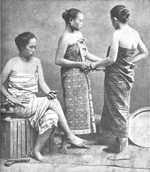 malay-girls-in-typical-sarong-costume-before 20th century