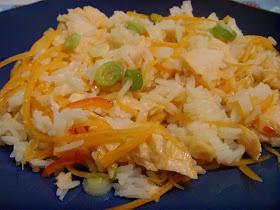 Fra kjøkkenbenken: Varm rissalat med laks og søt chili