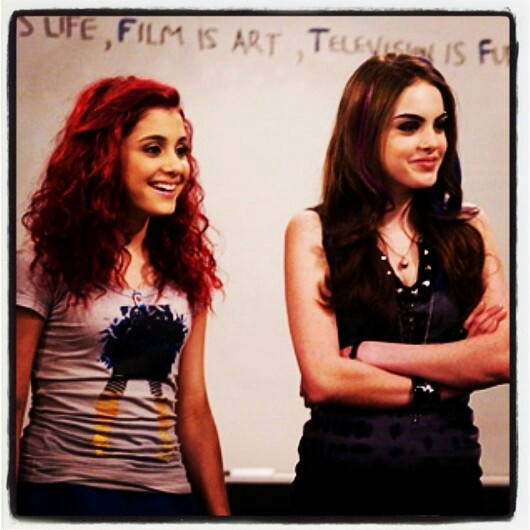 Liz and air on the first episode of victorious