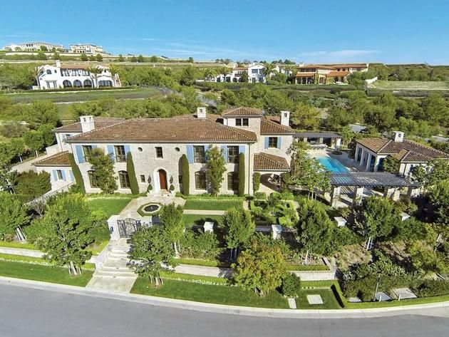 The Real Housewives of Orange County  s Shannon Beador has recently listed  her mansion in Crystal Cove  one of the Newport area s poshest gated  communities   Best 25  Orange county housewives ideas on Pinterest   Cover ups  . Men S Bath House Orange County. Home Design Ideas