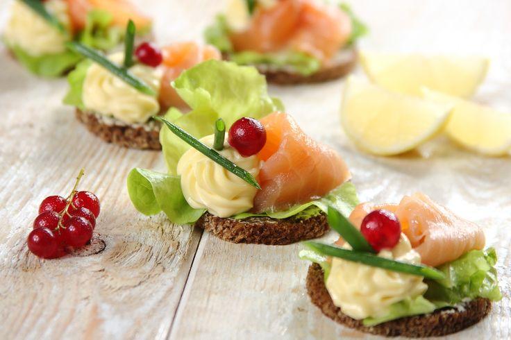 Sprawdzony przepis na Kanapki na imprezę z łososiem i porzeczkami. Wybierz…