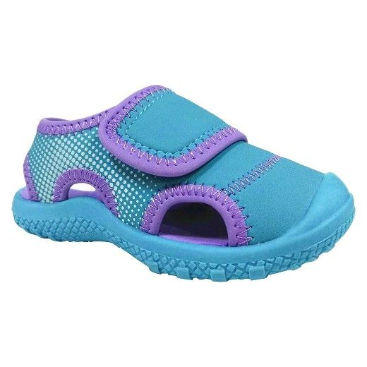 Keep her feet comfy in the Toddler Girls' Water Shoes Turquoise - Cat & Jack™. These water ready toddler girls' shoes have a closed back strap and adjustable top strap that stays put for active wear. Cat & Jack is made to last, but if anything doesn't, you can return it up to 1 year later with your receipt.