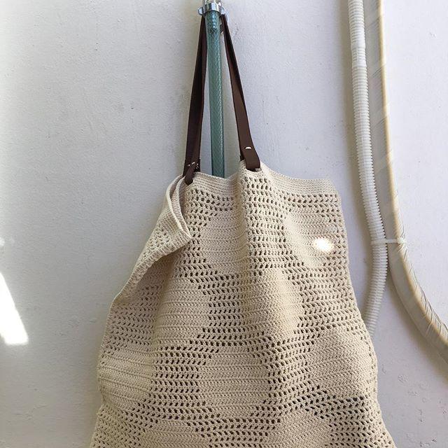 문어발 뜨개중에 완성한 땡가방. 카리스마 쩌는 핀란드 작가 #mollamills  one of my ongoing crochets completed.  #crochetbag #손뜨개가방 #코바늘