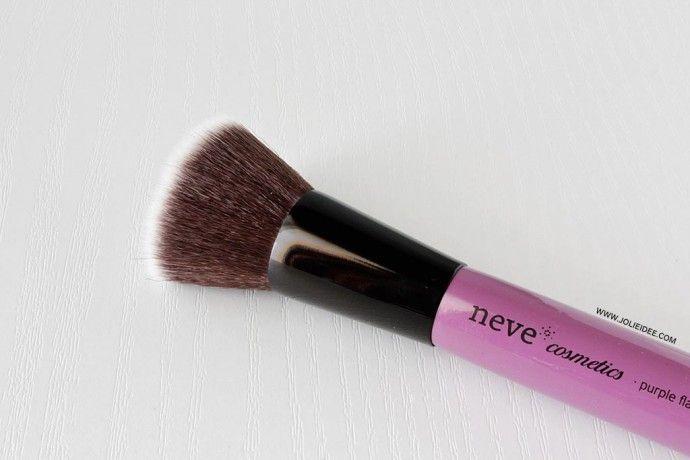 Review Pennello Purple Flat Neve Cosmetics #pennello #makeup #brush #beauty #foundation #fondotinta