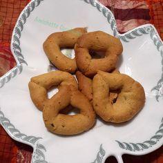 I tarallucci con farina di ceci sono uno snack altamente proteico ,sano,energetico e dal gusto molto particolare e deciso.