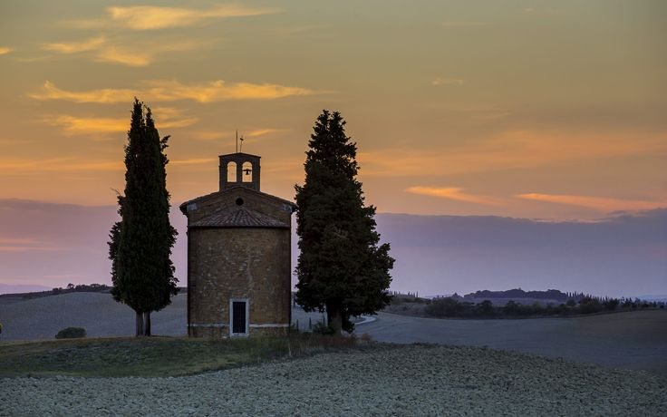 """The church """"Madonna di Vitaleta"""" in the tuscany countryside at sunset"""