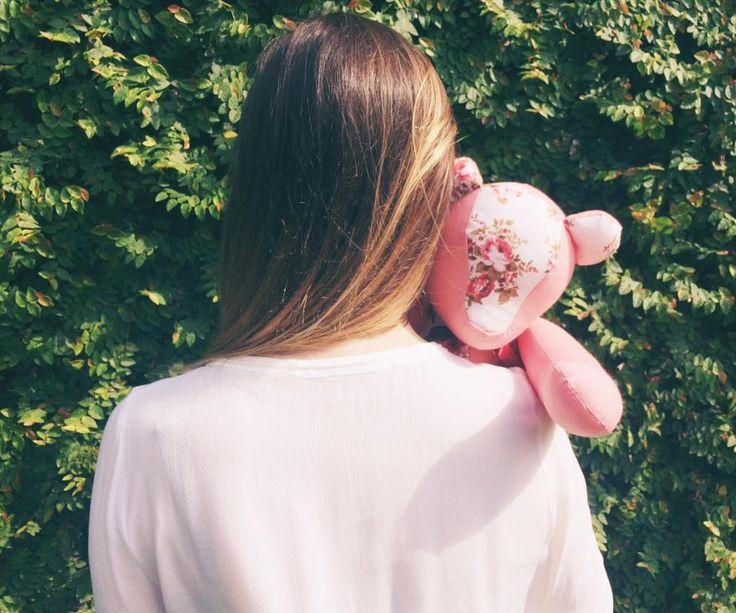Abraços são como vitaminas para a alma. Abrace mais! Bom domingo!!😉 Hugs are like vitamins for the soul. Hug more!! Happy sunday!!😉 . . . . #abraco #hug #abracemais #hugmore #sunday #domingo #feliz #happy #weekend #handmade #feitoamao #urso #bear #love #amor #amizade #friendship #maternidade #maternity #bebe #baby #chadebebe #babyshower #tecido #fabric #CreativeAtelier