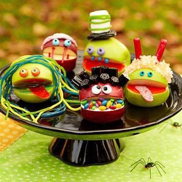 Apple Monsters http://www.parents.com/recipes/holidays/halloween/easy-last-minute-halloween-recipes/?socsrc=pmmfb1310258