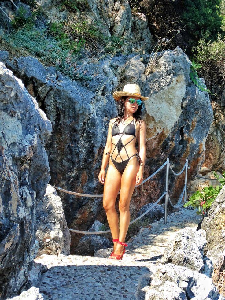 Ne-am cumpărat plajă! Și o mare de cărți poștale |  #Corfu #Island #secretplaces #calzedonia #swimsuit #traveler #style #trip #europe #CrisJourneys #TheRoadToSummer