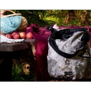 These diaper bags are so useful they can double up as a tote bag for moms!